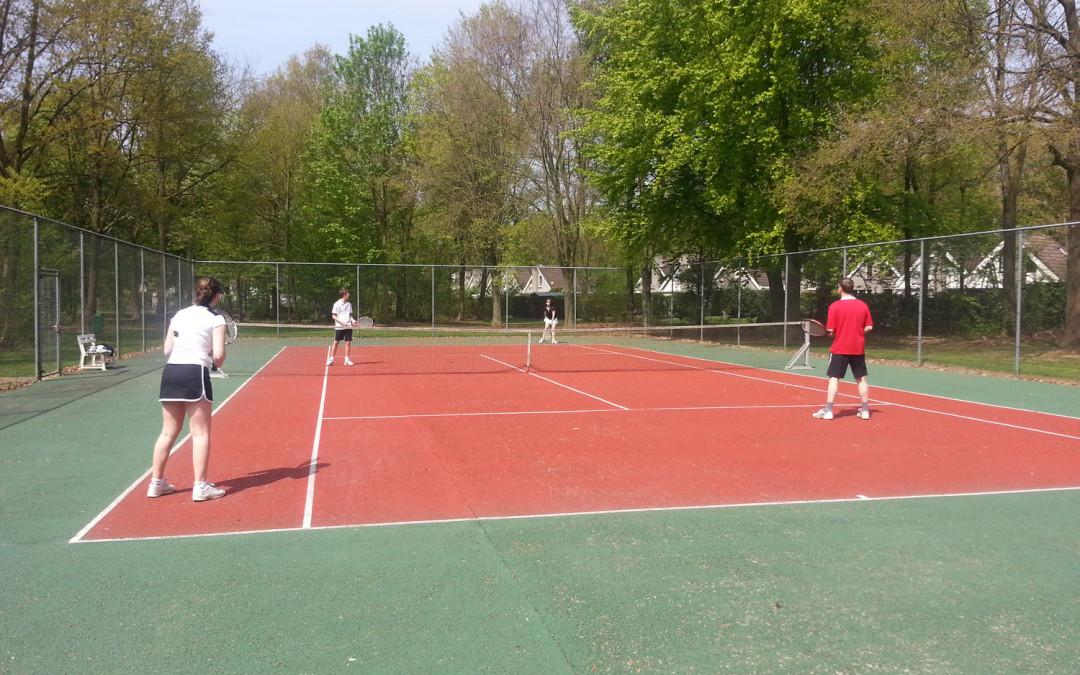 tennisbaan op vakantiepark Posterbos Limburg
